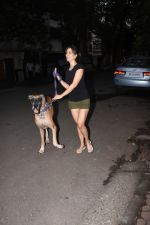 Kim Sharma spotted at bandra on 25th Aug 2019 (13)_5d638def91125.JPG