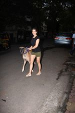 Kim Sharma spotted at bandra on 25th Aug 2019 (14)_5d638df14dde6.JPG