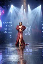 Malaika Arora walk the ramp at lakme fashion week 2019 on 25th Aug 2019 (38)_5d63924a2f78f.JPG