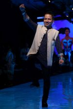 kailash Kher At lakme fashion week 2019 Day 4 on 25th Aug 2019 (38)_5d63923aa1fcf.JPG
