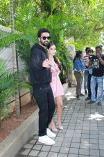 Vicky Kaushal, Nora Fatehi Celebrate The Success Of Single Song Pachtaoge on 27th Aug 2019  (9)_5d6625eb608c9.JPG