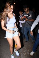 Disha Patani spotted at bandra on 27th Aug 2019 (10)_5d6777eab88db.JPG