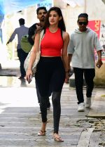 Amyra Dastur spotted at bandra on 28th Aug 2019 (3)_5d6777f15f930.jpg