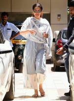 Kangana Ranaut spotted at bandra on 28th Aug 2019 (1)_5d6777fe56507.jpg