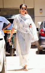 Kangana Ranaut spotted at bandra on 28th Aug 2019 (2)_5d67780063155.jpg