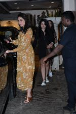 Kareena Kapoor spotted at anil Kapoor_s house in juhu on 28th AUg 2019 (9)_5d6772164b7f3.JPG
