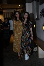 Kareena Kapoor, Karishma Kapoor spotted at anil Kapoor_s house in juhu on 28th AUg 2019 (16)_5d677264e45db.JPG