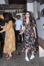 Kareena Kapoor, Karishma Kapoor spotted at anil Kapoor_s house in juhu on 28th AUg 2019 (20)_5d67726cca85f.JPG