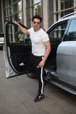 Varun Dhawan spotted at andheri on 28th Aug 2019 (25)_5d67786fbe7ed.JPG