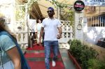 Vicky Kaushal spotted at smoke house in bandra on 28th Aug 2019 (4)_5d6772badf766.jpg