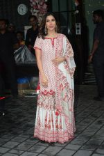 Sophie Choudry at Arpita Khan_s home for Ganesh Chaturthi on 2nd Sept 2019 (25)_5d6e265441f27.JPG