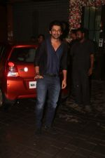 Sunil Grover at Arpita Khan_s home for Ganesh Chaturthi on 2nd Sept 2019 (23)_5d6e252b2cb9b.JPG