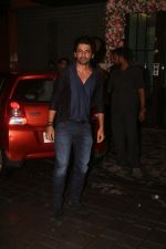 Sunil Grover at Arpita Khan_s home for Ganesh Chaturthi on 2nd Sept 2019 (24)_5d6e252cd1a9f.JPG