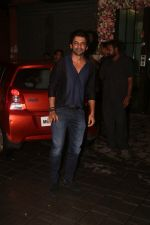 Sunil Grover at Arpita Khan_s home for Ganesh Chaturthi on 2nd Sept 2019 (25)_5d6e252e54f49.JPG