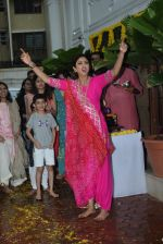 Shilpa Shetty ganpati Visarjan at juhu on 3rd Sept 2019 (45)_5d6f70b5d631b.JPG