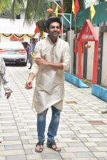 Kartik Aaryan at Tseries office in andheri for Ganesh darshan on 12th Sept 2019 (53)_5d7b458372cfb.JPG