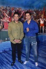 Varun Dhawan, Bhushan Kumar at Tseries office in andheri for Ganesh darshan on 12th Sept 2019 (44)_5d7b46590826f.JPG