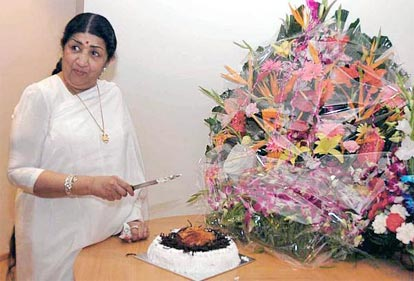 Lata Mangeshkar celebrating her 77th birthday by cutting a cake at Khandala near Pune on the night of September 28, 2005.