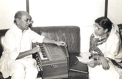 Jaidev music director with Lata Mangeshkar.