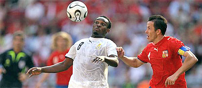 Michael Essien (L) fights for the ball with Czech midfielder Tomas Galasek