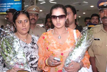 Sania Mirza along with her mother at Kochi airport