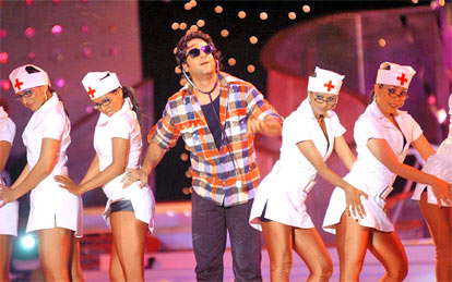 Actor Fardeen Khan performing at the Idea ZEE Fashion Awards 2006