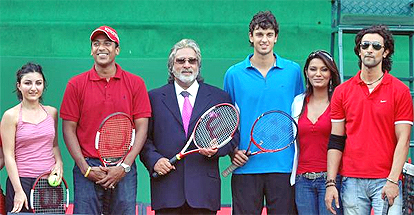 Vijay Mallya  with Bollywood actresses Soha Ali Khan and Diana Hayden, actor Kunal Kapoor, tennis players Mahesh Bhupati and Mario Ancic at a promotional event