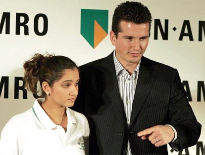 ABN-AMRO Tennis Challenge 2005 tournament director Netherland's Richard Krajicek talks with Sania Mirza