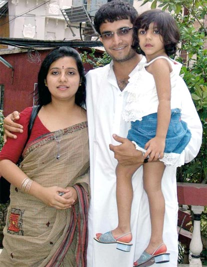 Sourav Ganguly with his wife Dona and daughter Sana at his Behala residential lawn