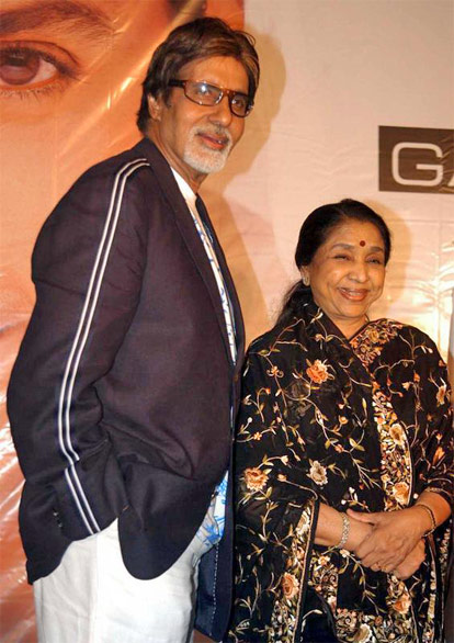 Amitabh Bachchan and Asha Bhosle at a function