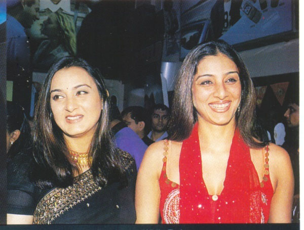 Tabu with sister Farha Naaz