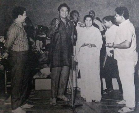 Kishoreda singing with Lata in a concert with Laxmikant Pyarelal