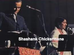 Mukesh with Lata singing duet in a concert
