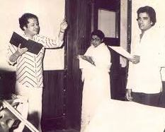 Lata with Suresh Wadkar rehearsals a song with laxmikant in the recording studio