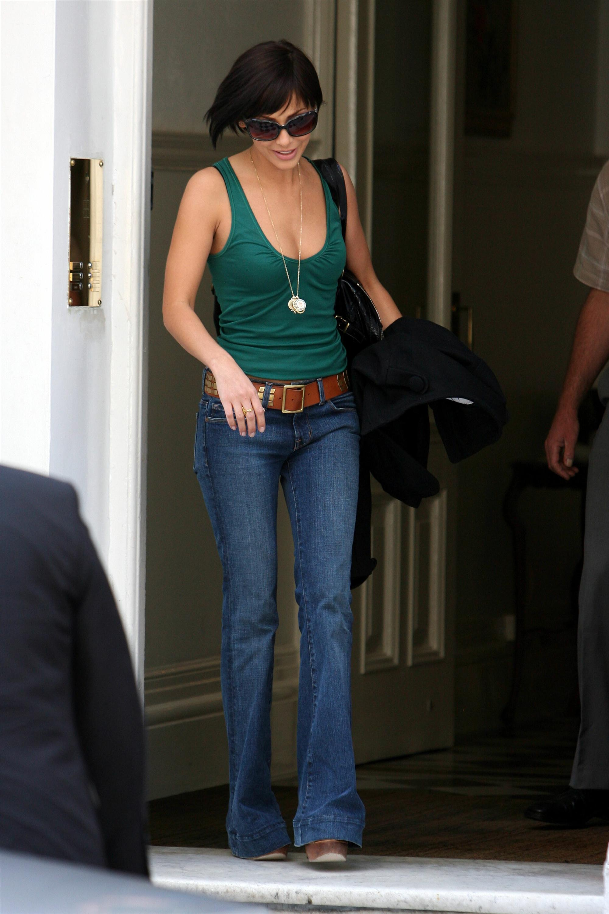 Natalie Imbruglia - Greenish top and jeans-2