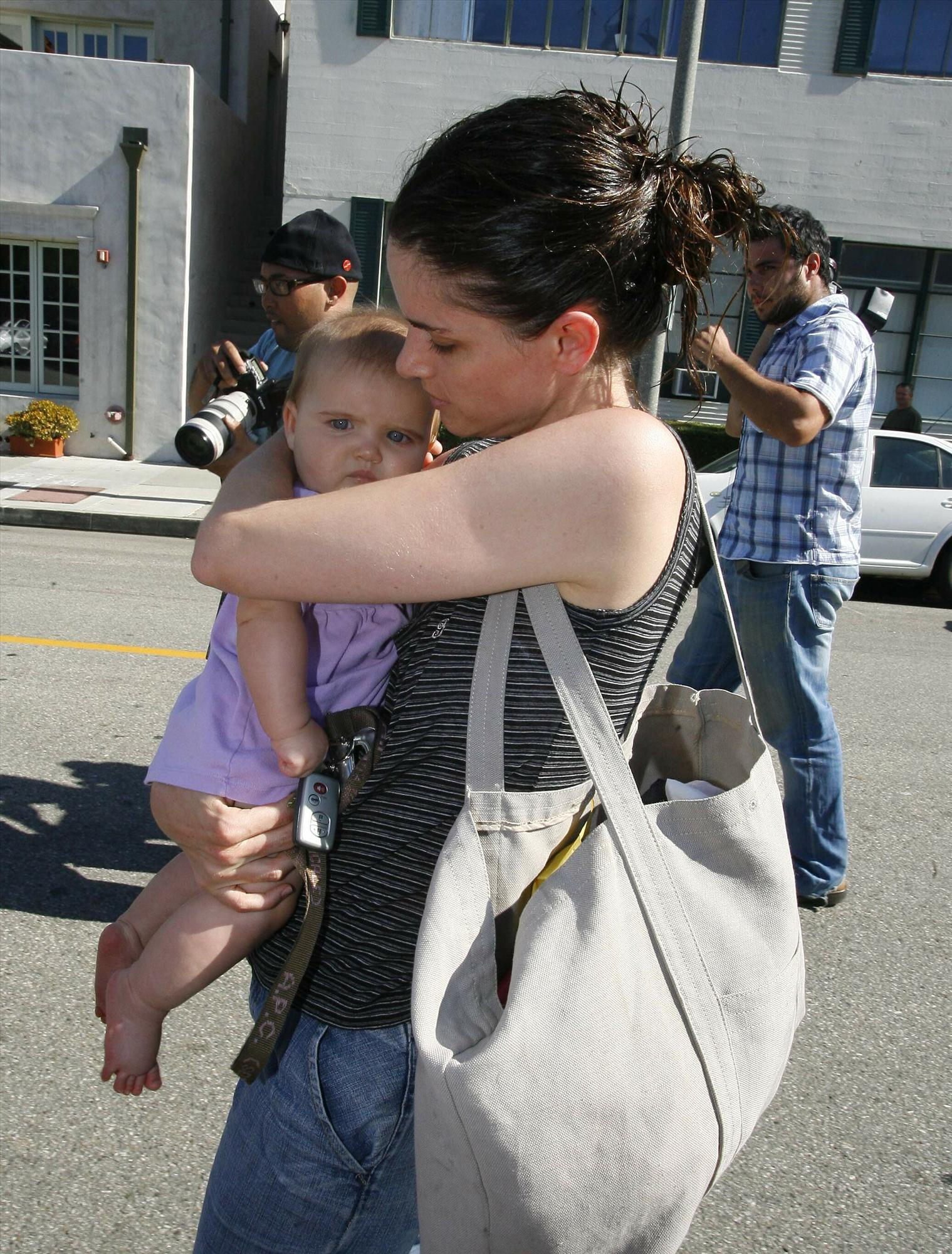 Amanda Peet and daughter - Candids in Beverly Hills -3