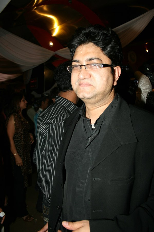 Prasoon Joshi at the premiere of Khoya Khoya Chand