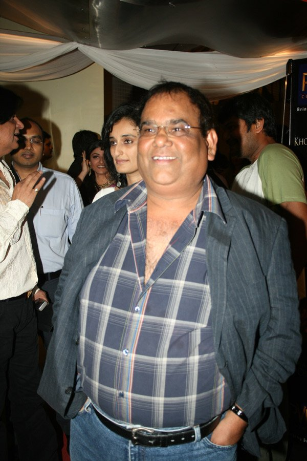 Satish Kaushik at the premiere of Khoya Khoya Chand