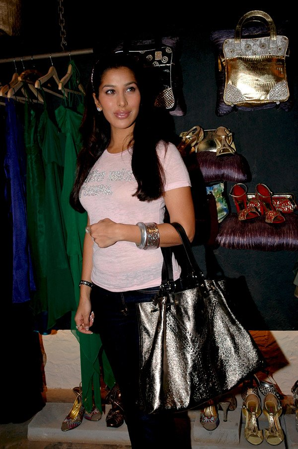 Sophie Chaudhary at Nainika's X_mas collection launch