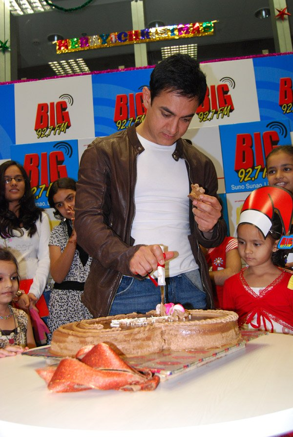 Aamir Khan at Big 92.7 FM