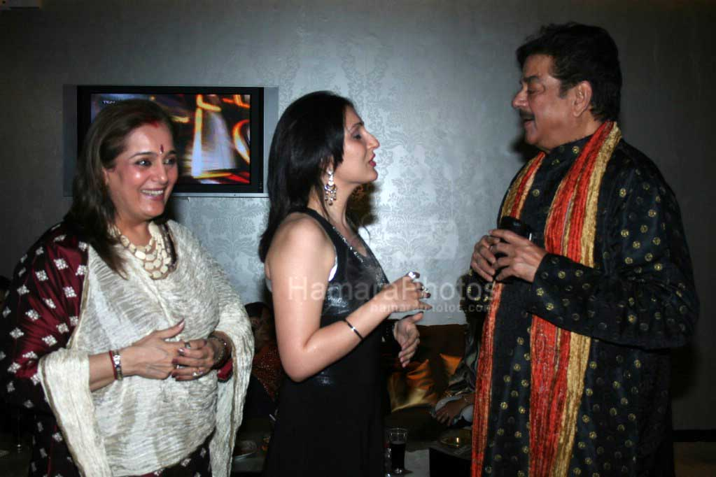 Poonam Sinha,Shatrugun Sinha at Women's day event at Ultimate Club in D Ultimate Club on March 8th 2008