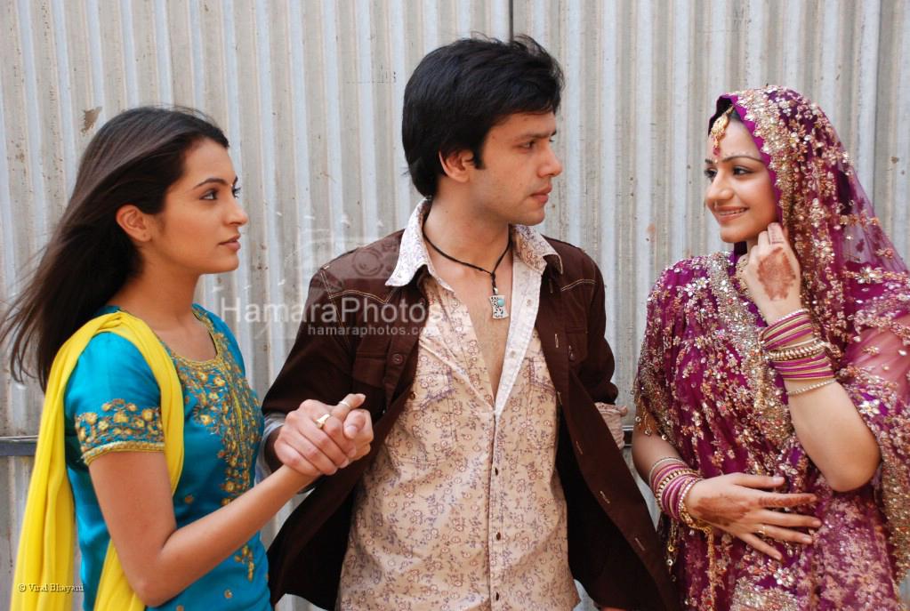 Aneesha Kapoor,Bhuvnesh,Muskaan Mehani at the location of Dahej