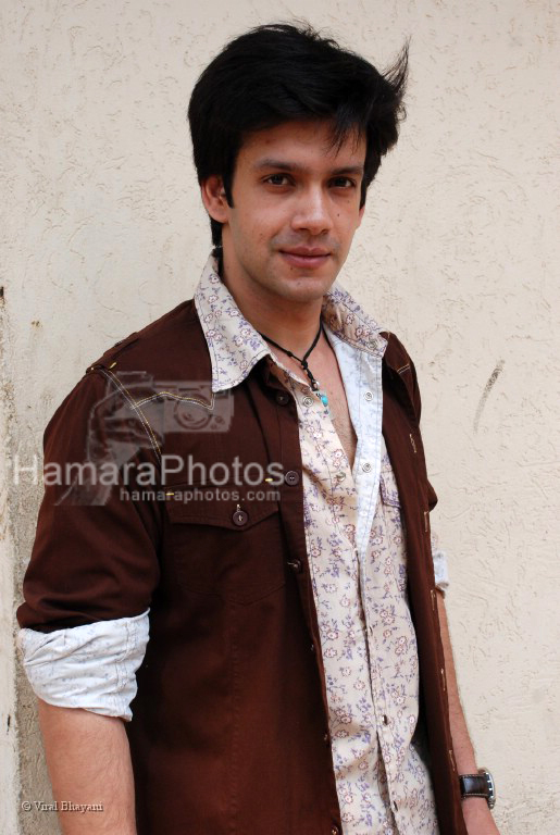 Bhuvnesh at the location of Dahej Serial on 9Xon March 13th 2008