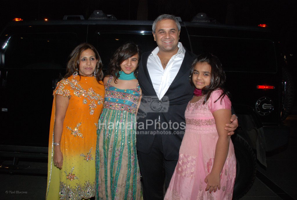 Rahul Nanda with daughters and wife at Parvin Dabas and Preeti Jhangiani wedding reception in Hyatt Regency on March 23rd 2008
