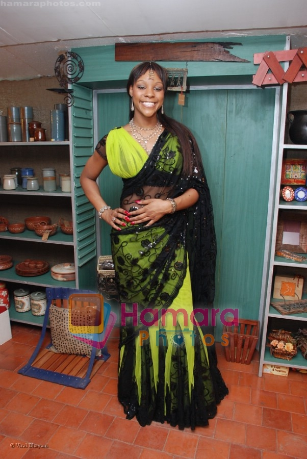 Alicia Banton at Ayesha Jhulka's new beauty saloon in Versova on April 13th 2008