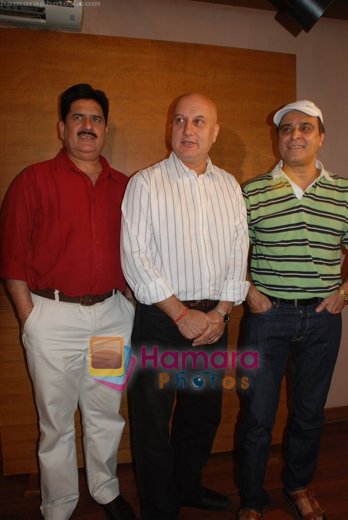 Anupam Kher, Karan Razdan at the Press Meet with the cast and crew of _Mr. Bhatti On Chutti_ in Aupam Kher's institute, Santacruz on April 25th 2008