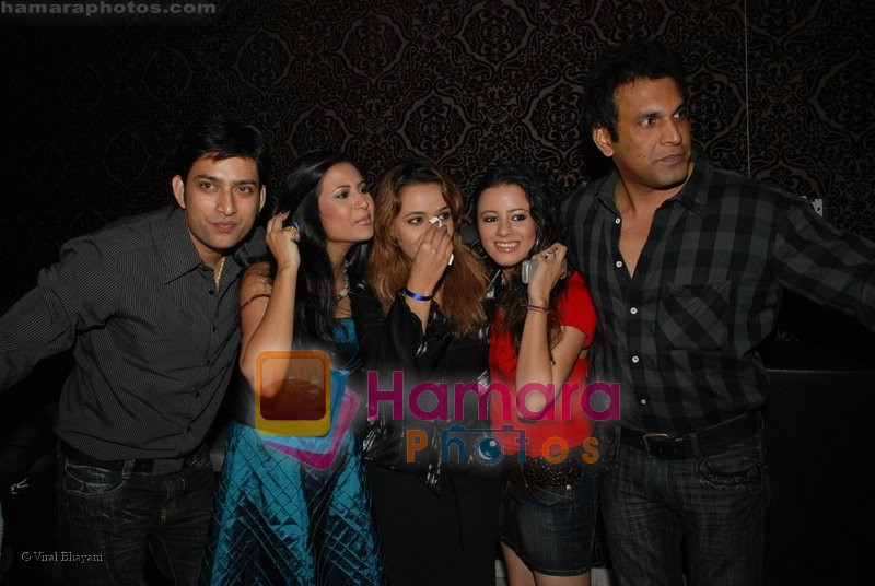 Roma Navanio with her friends at TV actress Roma Roma Navani birthday bash in D Ultimate Club on 19th June 2008