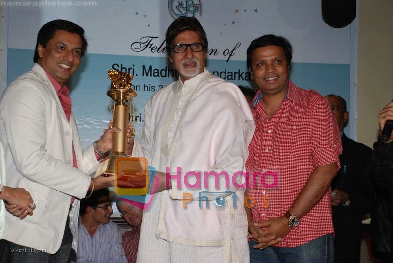 Madhur Bhandarkar, Amitabh Bachchan at the National Award Winner Madhur Bhandarkar Felicitation Party Hosted By Ashish Shelar at Club 9 on June 21st 2008