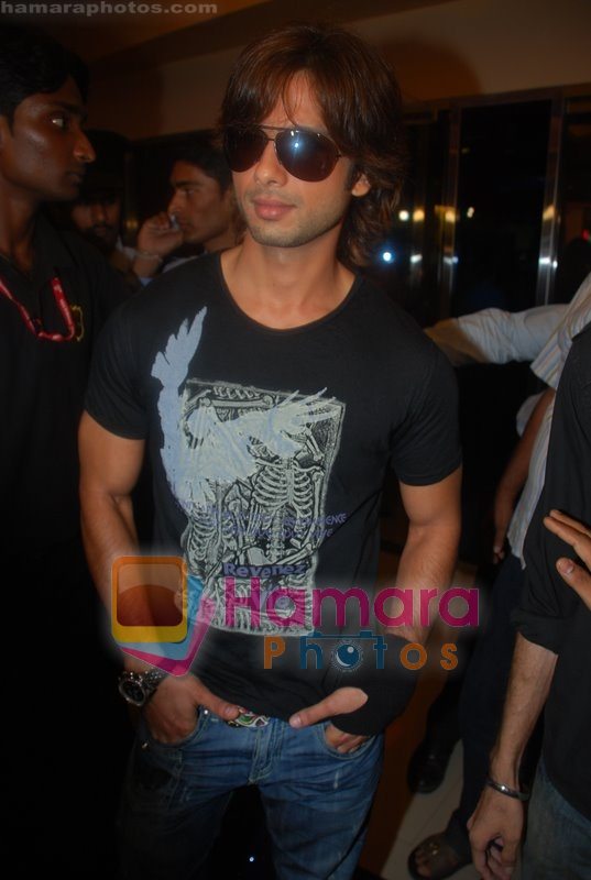 Shahid Kapoor promotes his movie Kismat Konnection in Fame on June 23rd 2008