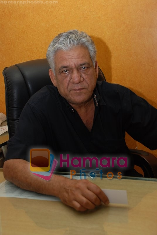 Om Puri at Mukhbir press meet in Samaira's office on June 24rd 2008